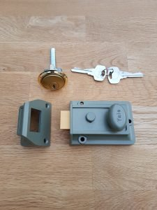 yale nightlatch. locksmith edinburgh