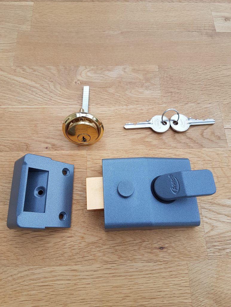 lock fitting services. Modern nightlartch